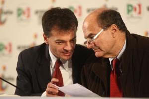 Stefano Fassina (s) e il segretario del Pd, Pier Luigi